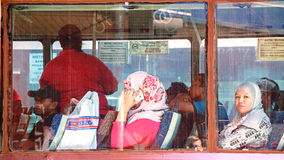 Passagiere des Stadtbusses stockfotografie