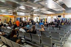 Passagiere, die Einstieg bei Clark Airport Terminal, Clark, Philippinen, Dezember 21,2018 erwarten lizenzfreie stockfotos