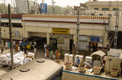 Passagiere an Hyderabad-Station Stockbilder