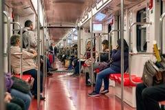 Passagiere im Zug Stockbild
