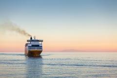 Passagierfähre auf dem Mittelmeer Lizenzfreie Stockfotos