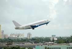 Passagierflugzeug Boeing-737 Stockbild