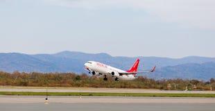 Passagierflugzeug Boeing 737-800 von Eastar Jet South Korea entfernt sich Luftfahrt und Transport stockfotografie