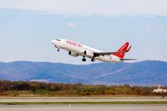 Passagierflugzeug Boeing 737-800 von Eastar Jet South Korea entfernt sich Luftfahrt und Transport lizenzfreies stockfoto