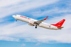 Passagierflugzeug Boeing 737-800 von Eastar Jet South Korea im Himmel Luftfahrt und Transport stockbilder
