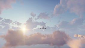 Passagierflugzeug, das am Sonnenunterganghimmel sich entfernt