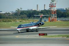 Passagierflugzeug Embraer-ERJ-145 Stockfotografie