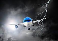 Passagierflugzeug im Himmel Gemischte Medien Lizenzfreies Stockfoto