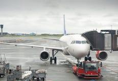 Passagierflugzeug ist zur Abfahrt bereit Stockfotos