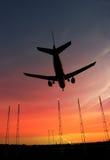 Passagierflugzeug ungefähr zum Land Lizenzfreie Stockfotos