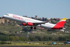 Passagierflugzeugabfahrt Iberia Express-Airbusses A321 EC-JEJ an Flughafen Madrids Barajas lizenzfreies stockbild