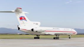 Passagierflugzeuge Tupolev Tu-154 von Air Koryo Nordkorea auf Rollbahn Luftfahrt und Transport lizenzfreie stockfotografie