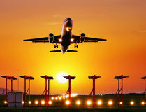 Passagierflugzeugfliege oben Lizenzfreie Stockfotografie