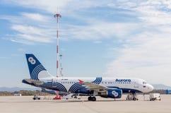 Passagierflugzeugflugzeuge Airbus A319 von Aurora Airlines auf Flugplatz Luftfahrt und Transport lizenzfreie stockbilder