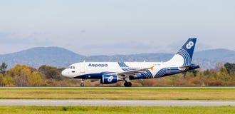 Passagierflugzeugflugzeuge Airbus A319 von Aurora Airlines-Landung Luftfahrt und Transport lizenzfreie stockfotografie