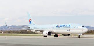 Passagierflugzeugflugzeuge Boeing 737-900ER von Korean Air Südkorea auf Rollbahn Luftfahrt und Transport stockfotos
