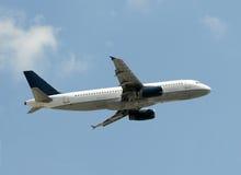 Passagierflugzeugstart Lizenzfreie Stockfotos