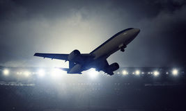 Passagierflugzeugstart Gemischte Medien Stockfotos