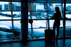 Passagiers bij de luchthaven Stock Fotografie