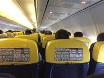Passagiers die binnen het vliegtuig zitten royalty-vrije stock foto's