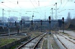 Passagiers die trein in Sofia Bulgaria, 25 Nov., 2014 wachten Stock Afbeelding