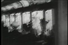 Passagiers op de Stadskarretje van New York, jaren '30 stock footage