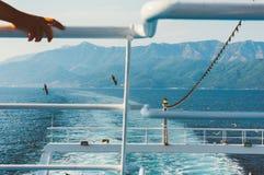 Passagiersboot het weggaan Stock Afbeelding