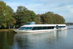 Passagiersboot op meer Stock Foto's