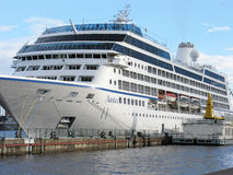 Passagierschiff in St Petersburg Russland Lizenzfreie Stockbilder