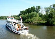 Passagiersschip in het Nationale Park van Biesbosch, royalty-vrije stock afbeelding