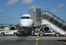 Passagiersstraal op tarmac bij de Internationale Luchthaven van Punta Cana Stock Fotografie