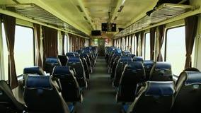 Passagierstrein binnen met passagiers in Vietnam stock video