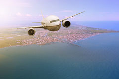 """Passagiersvliegtuig die van Fiumicino †""""Leonardo da Vinci Int vliegen Royalty-vrije Stock Afbeelding"""