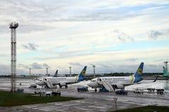 Passagiersvliegtuigen bij de luchthaven Boryspil, Kiev Royalty-vrije Stock Foto