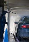 Passando attraverso il lavaggio di automobile Fotografie Stock Libere da Diritti