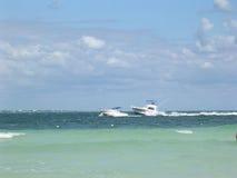 Passando barcos Foto de Stock Royalty Free