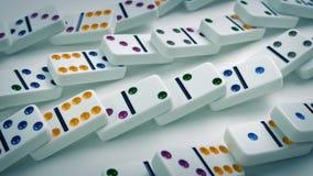 Passando fileiras dos dominós como caem vídeos de arquivo