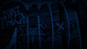 Passando i graffiti dal lato di costruzione alla notte video d archivio