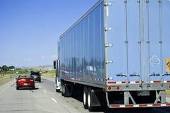 Passando um caminhão grande Foto de Stock Royalty Free