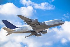 passanger vliegtuig het opstijgen Royalty-vrije Stock Afbeelding