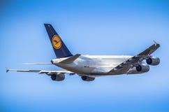 passanger vliegtuig het opstijgen Royalty-vrije Stock Foto's