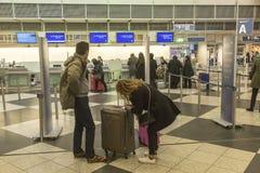 Passangers bij de Luchthaven Franz Josef Strauss van München Royalty-vrije Stock Foto
