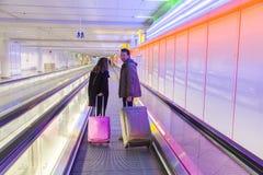 Passangers bij de Luchthaven Franz Josef Strauss van München Royalty-vrije Stock Fotografie