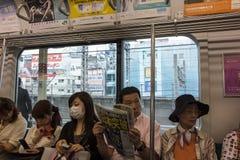 Passangers in een buisvervoer in Tokyo, Japan. Stock Foto's