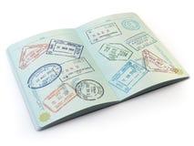 Passaporte aberto com selos de visto nas páginas isoladas no branco imagem de stock