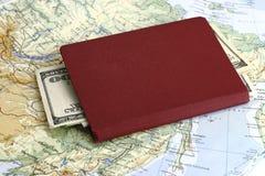 Passaporte com dinheiro Fotos de Stock