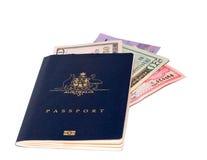 Passaporte com divisa estrageira Foto de Stock