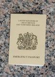 Passaporte da emergência emitido a um cidadão BRITÂNICO pelo consulado BRITÂNICO dentro foto de stock royalty free