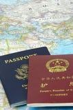 Passaporte dos E.U. e da China Fotografia de Stock