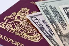 Passaporte e dinheiro Fotos de Stock
